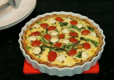 quiche de tomate, rúcula e mozzarelline